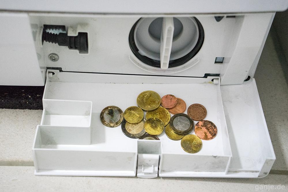 Geld Münzen in der Waschmaschine
